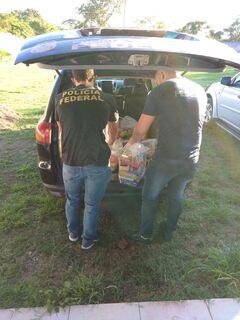 Policiais federais doam UMA TONELADA de alimentos no interior de MS