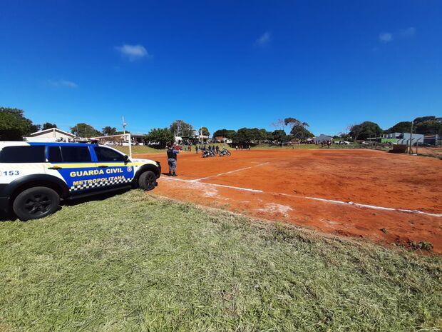 Grupo faz campeonato, aglomera mais de 50 pessoas e toma prensa da Guarda Municipal