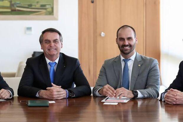 'Eduardo Bolsonaro quer derrubar o pai para se tornar presidente', diz Janaína Paschoal