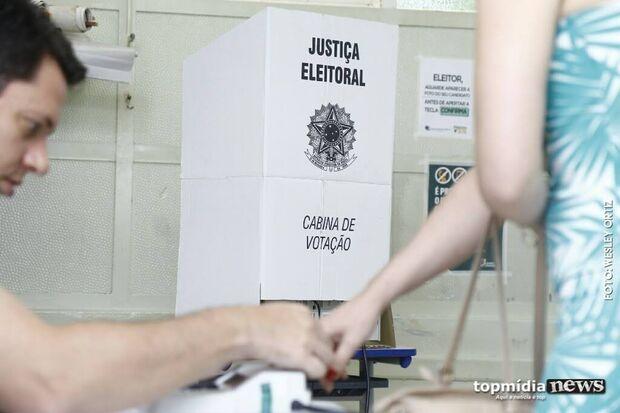 Em votação apertada, maioria dos leitores apoia adiamento das eleições para final do ano