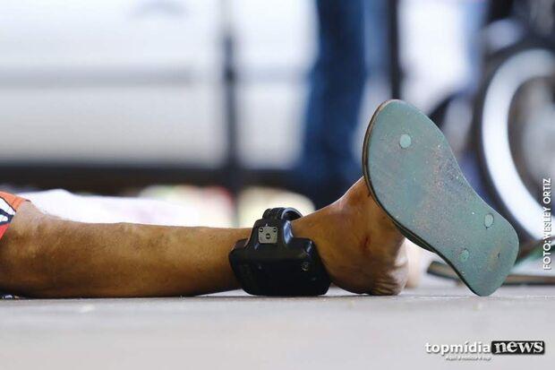 Homem quebra tornozeleira, diz que vai matar desafeto e ameaça policiais