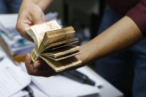 Auxílio emergencial deve ser estendido em mais duas parcelas de R$ 300