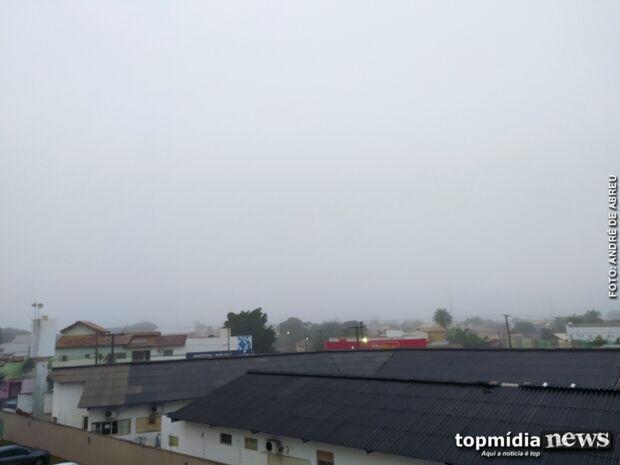 NEBLINOU: friozinho e chuva deixam campo-grandenses em casa neste sábado