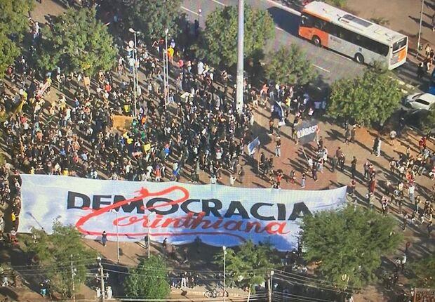 Brasil tem megaprotestos contra Bolsonaro em diversos Estados