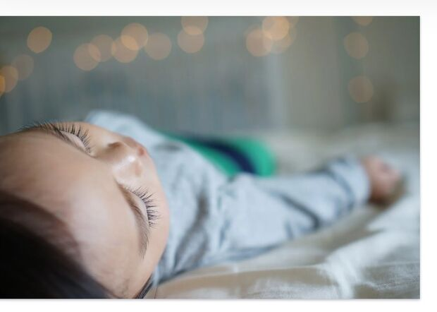 Criança é encontrada morta com manchas roxas pelo corpo