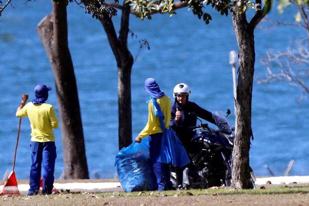 Livre da Covid-19, Bolsonaro retoma atividades em Brasília
