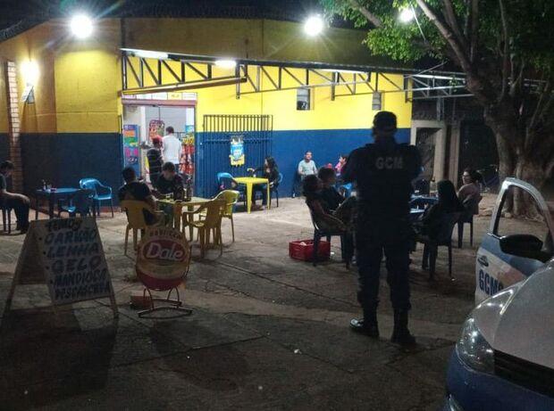Obediência zero: toque de recolher flagra 711 pessoas perambulando nas ruas de Campo Grande