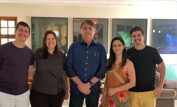 MORDE E ASSOPRA: após 'demissão por causa do Fundeb', Bolsonaro visita Bia Kicis