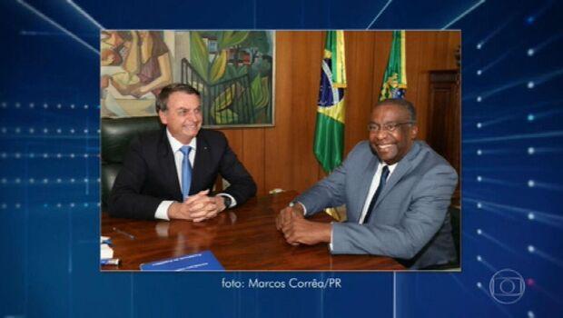 Decotelli atualiza o currículo e inclui cargo de ministro da Educação
