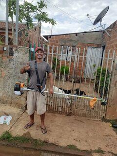 Na dureza da pandemia, roçador vai a qualquer lugar de Campo Grande e diz: 'quero trabalhar'