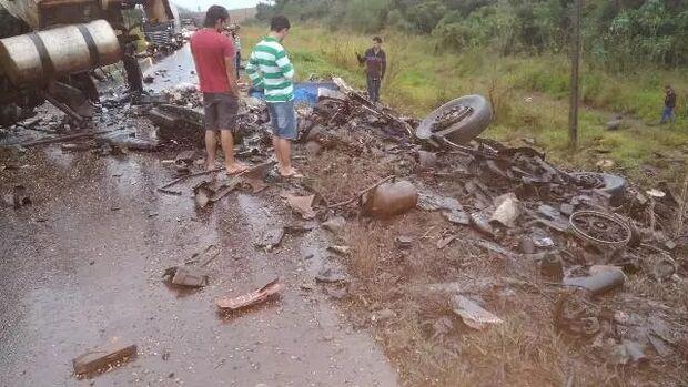 Gravíssimo: batida de caminhões deixa dois mortos perto de Ponta Porã