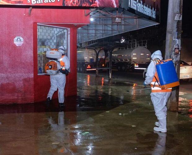 Marquinhos acompanha desinfecção de ruas no Los Angeles: 'batalha contra a covid é diária'