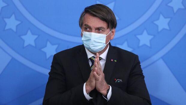 Bolsonaro é internado para fazer cirurgia em São Paulo