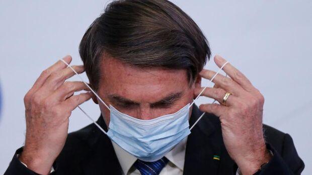 Após 1h30 de cirurgia, Bolsonaro está estável, aponta boletim médico