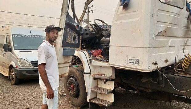 Após ter destruído padaria e escritório em acidente, caminhoneiro consegue R$ 40 mil de ajuda