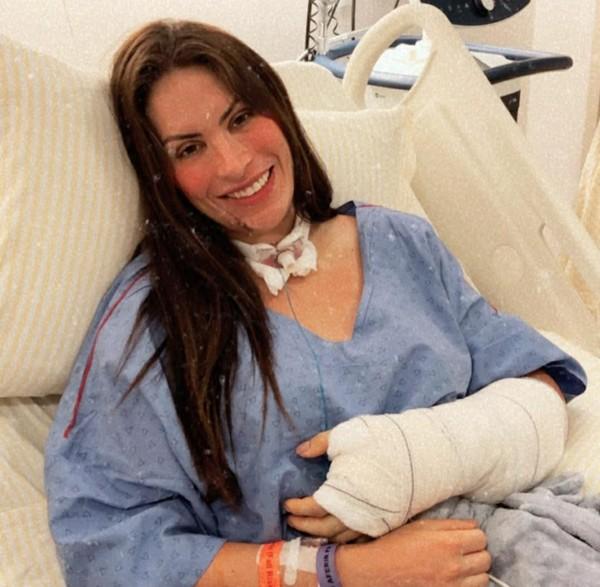 Médica picada por cobra em cachoeira ganha alta e deixa hospital