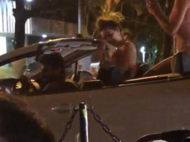Motorista do 'conversível das belezuras' trabalha na Petrobras e garante que não paga mulher