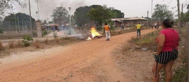 Polícia investiga linchamento e queima de cadáver em praça pública na Bolívia