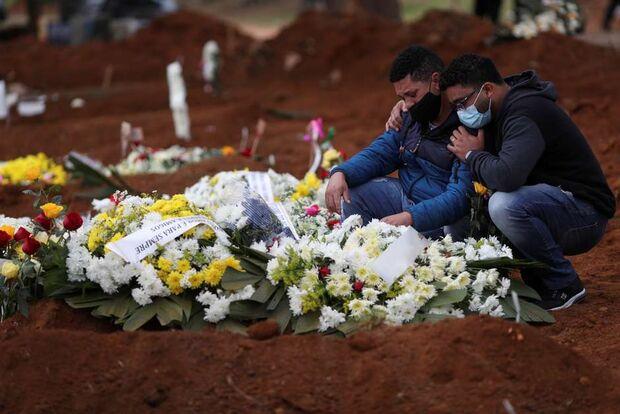 Total de mortos pela covid-19 chega aos 135 mil no Brasil, diz boletim