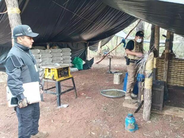 Após troca de tiros com traficantes, polícia faz apreensão de 3,5 toneladas de maconha