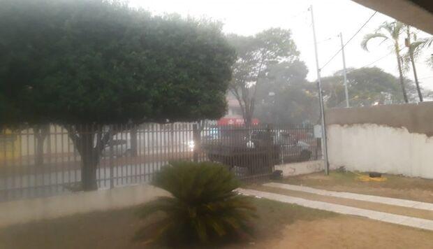 Chapadão do Sul recebe 'baita de uma chuva' e população comemora