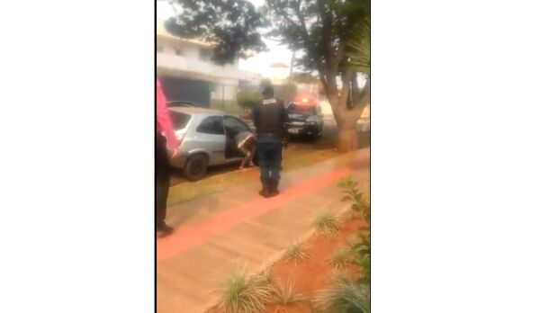 Vídeo: com ajuda de deputado, advogados impedem roubo de carro em Campo Grande