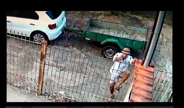 Você conhece ele? Câmera de segurança flagra ladrão invadindo casa no Leblon