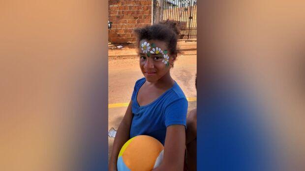 Voluntária em projeto social pede ajuda para dar bolo de aniversário pra filha