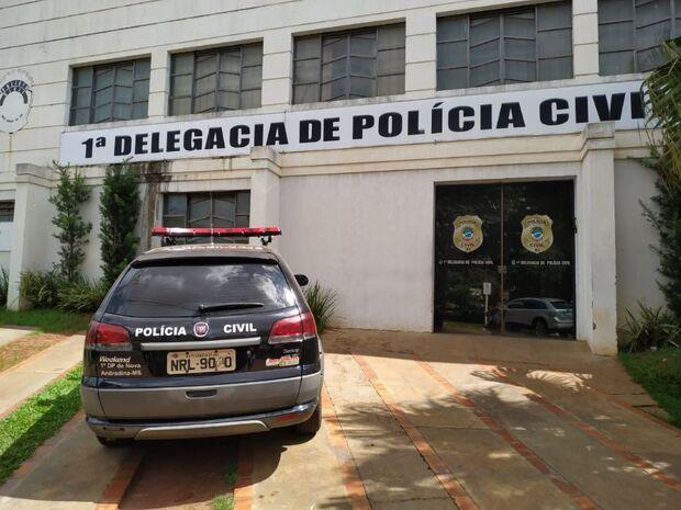 Candidata tem santinhos furtados de carro e faz denúncia à Polícia