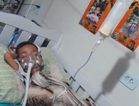 Mãe do Luiz Cláudio pede doações para bazar solidário: 'é o que ajuda a bancar tratamento dele'