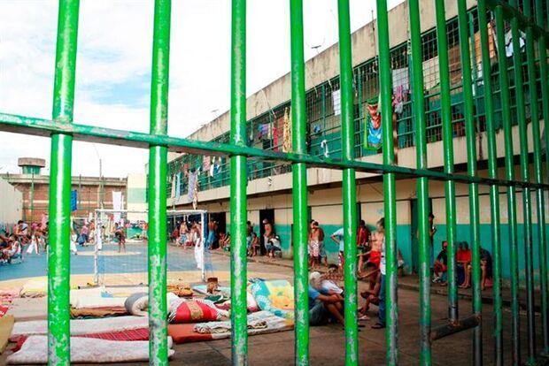População carcerária cresce quase 30% em cinco anos, aponta relatório