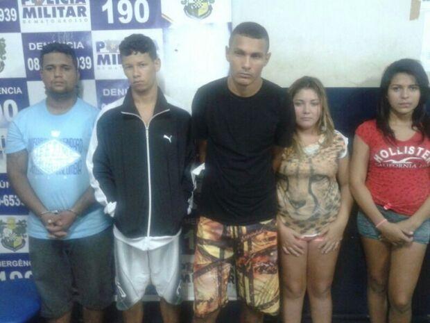 Após foto no 'Facebook' com pistola 380 cinco jovens são presos em flagrante