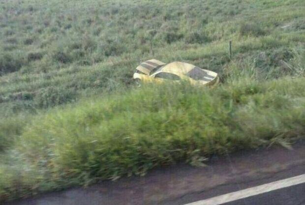 Motorista perde controle de Camaro e fica ferido