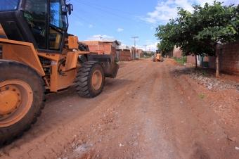 Prefeitura realiza serviços de cascalhamento em oito bairros de Campo Grande