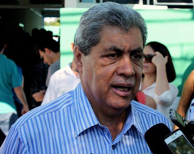 André considera aliança PT-PSDB contraditória