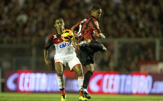 Flamengo empata com Atlético-PR e garante vantagem para o jogo no Maracanã