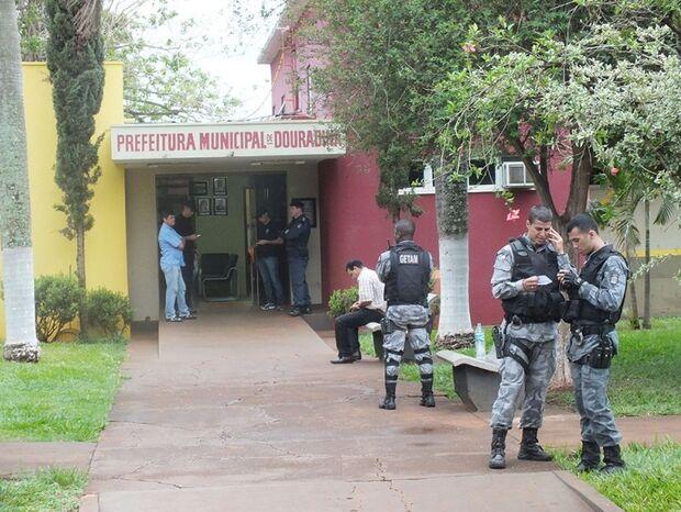 GAECO realiza operação e prende suspeitos de corrupção
