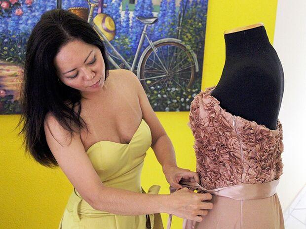 De bonecas a high society, a história da estilista Adriana Ojima