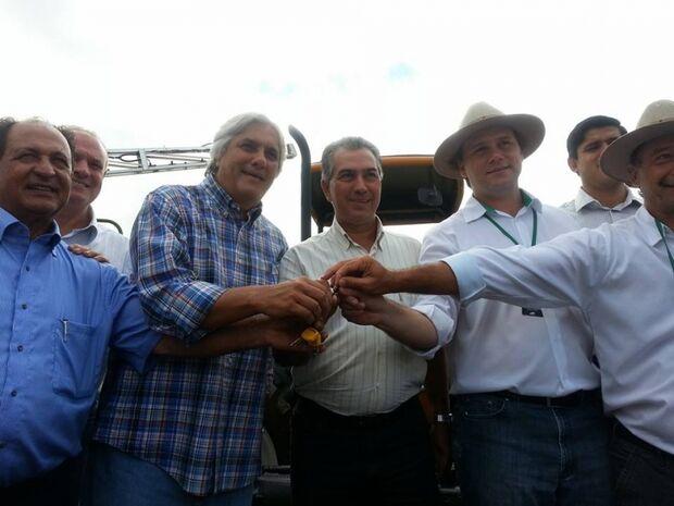 Políticos e autoridades comparecem em peso no Showtec 2014