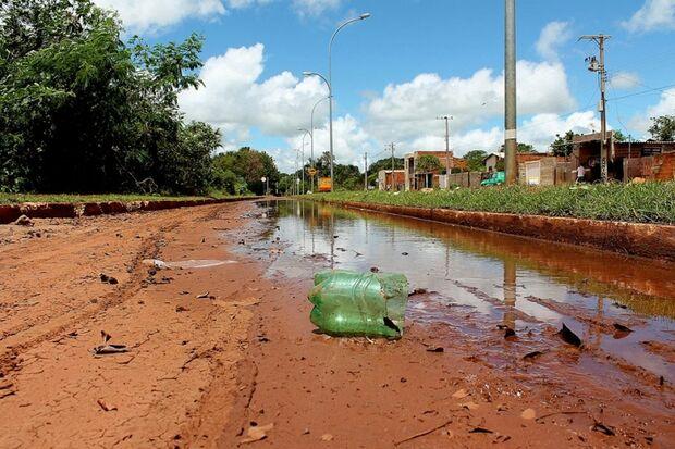 Lixo e marginais causam problemas para moradores da região noroeste da Capital