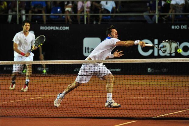 Melo e parceiro Marrero disputam título do Rio Open