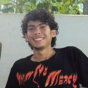 Estudante morre após ser arremessado contra um poste