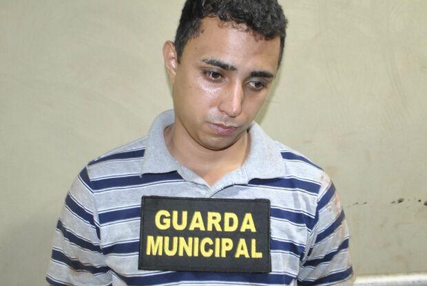 Padrasto confessa que espancou menino de um ano até a morte
