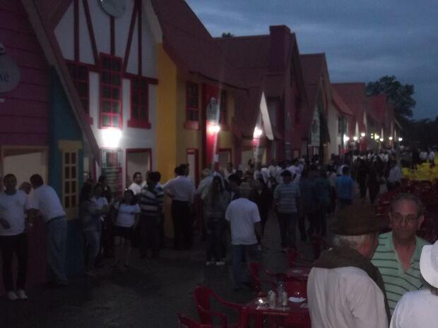 Festa das Nações Maçônicas acontece sob chuva nos altos da Afonso Pena
