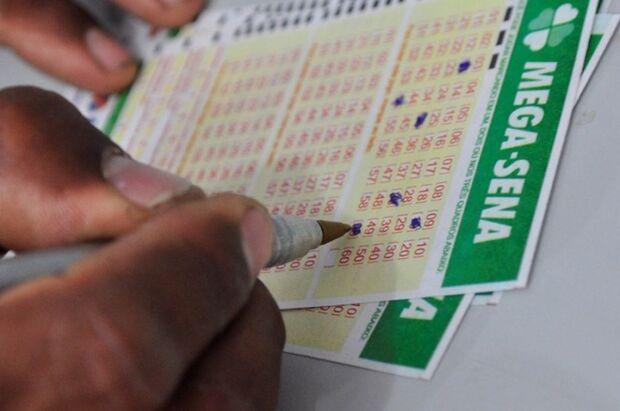 Mega-Sena acumula e pode pagar R$ 6 milhões no sábado