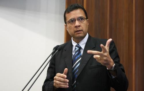 Júlio Cesar diz que não tem contrato com o prefeito e sim com a Prefeitura