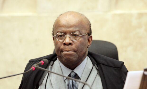 Barbosa espera parecer do Ministério Público antes de expedir novos mandados de prisão