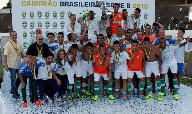 Palmeiras goleia o Ceará por 4 a 1 e ergue a taça de campeão no Morenão