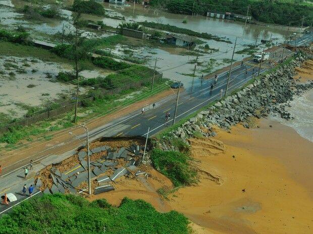 Chuva causa mais uma morte no ES; 40 mil estão fora de casa
