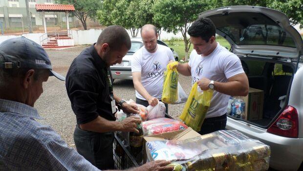 Rede Apolo entrega alimentos arrecadados em gincana para entidade